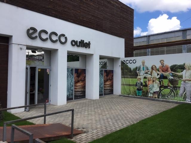 Aufnahme vom Eingang in das Ecco Outlet in Cluj Napoca Klausenburg in Rumänien